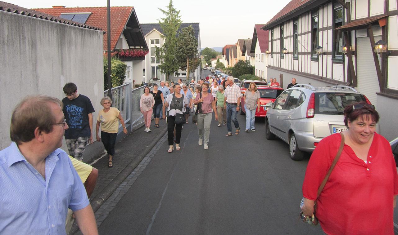 Durch die Bornfeldstraße ging es zurück
