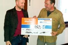Spendenübergabe von Ortsvorsteher Christian Keim an den ersten Vorsitzenden Thomas Pflegshörl.
